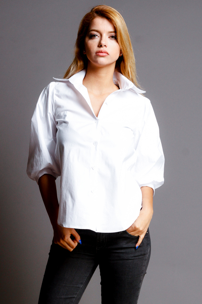 COLLAR BUTTON DOWN PLEASED SHOULDER TOP