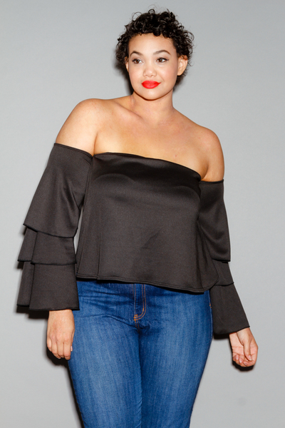 OFF SHOULDER BELL SLEEVE MERROW EDGE TOP