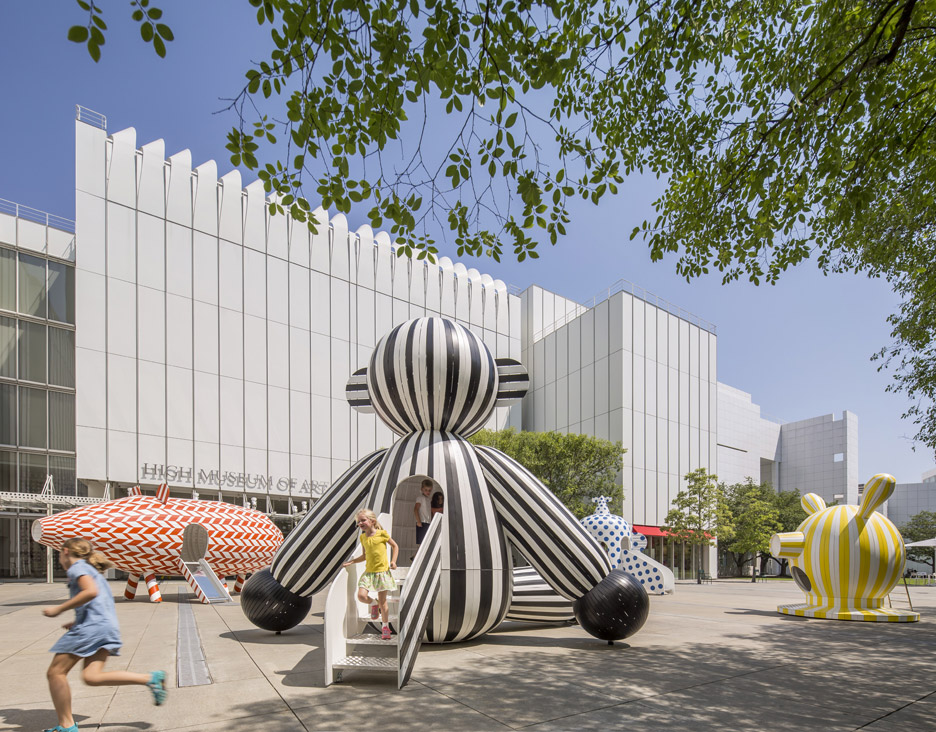 tiovivo-whimsical-sculptures-jaime-hayon-high-museum-of-art-atlanta-caroll-slater-sifly-piazza-wood-animal-everyday-object-sculptures-colourful-patterns-_dezeen_936_6