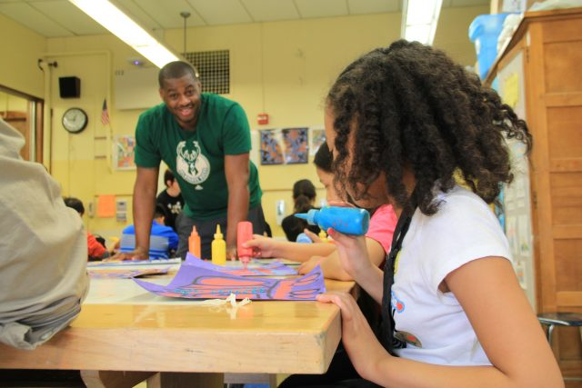Former Bucks player, Desmond Mason, works with MPS students at Neeskara Middle School.