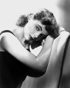 Actress Dorothy McGuire played Claudia on Broadway and in two popular films for 20th Century-Fox.