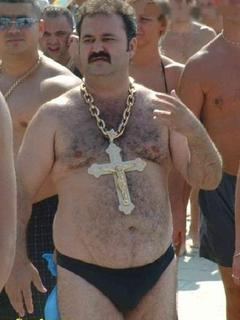 1313936921_fat-guy-gold%20chain%20cross.