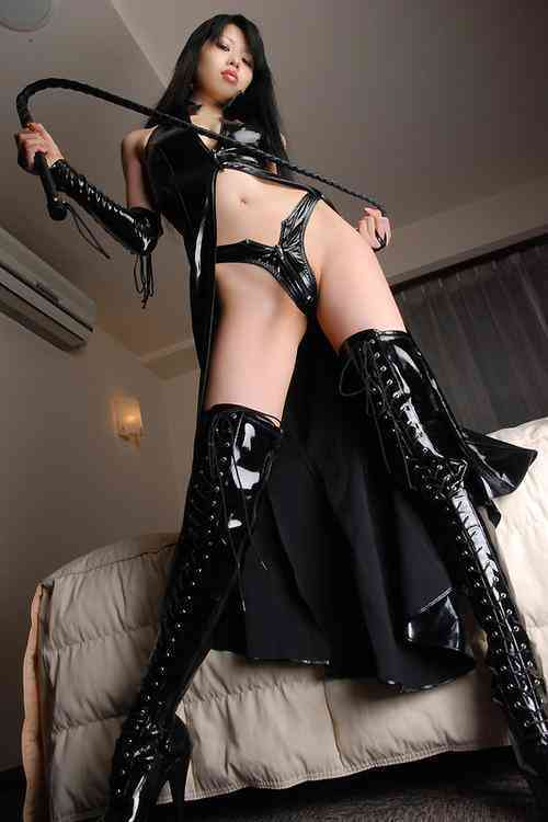 Pasión en semana santa - Página 2 1358485034_sexy-japanese-dominatrix-with-whip