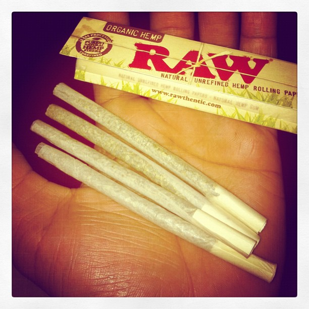 raw joint papers Rolling papers: the ultimate guide  yes, double wide papers allow for a larger joint (yay),  some of the more popular ones include raw, rizzla,.
