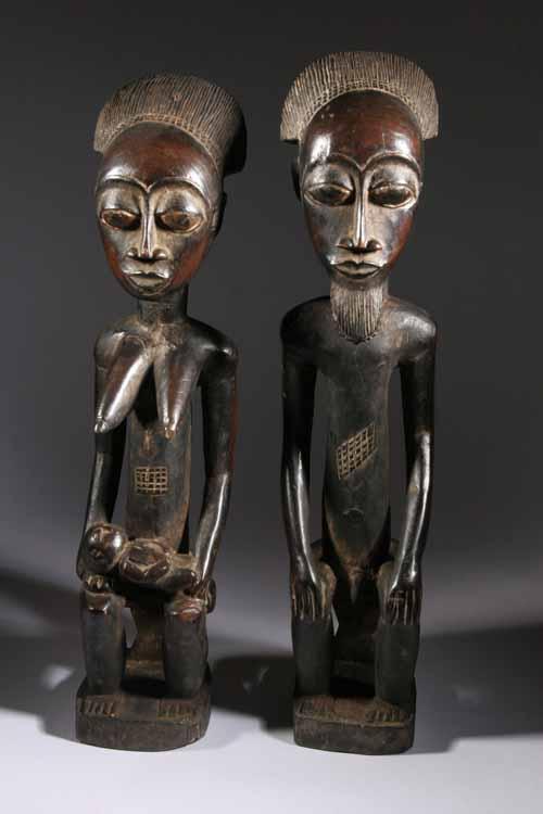 Les statuettes en bois d'éb u00e8ne dans leur salon u2013 Vols d'énergies # Sculpture Africaine En Bois