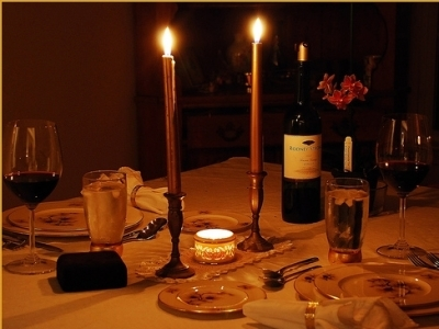 Candlelight dinner sippin some wine too chillin 39 tonight - Como preparar una cena romantica ...