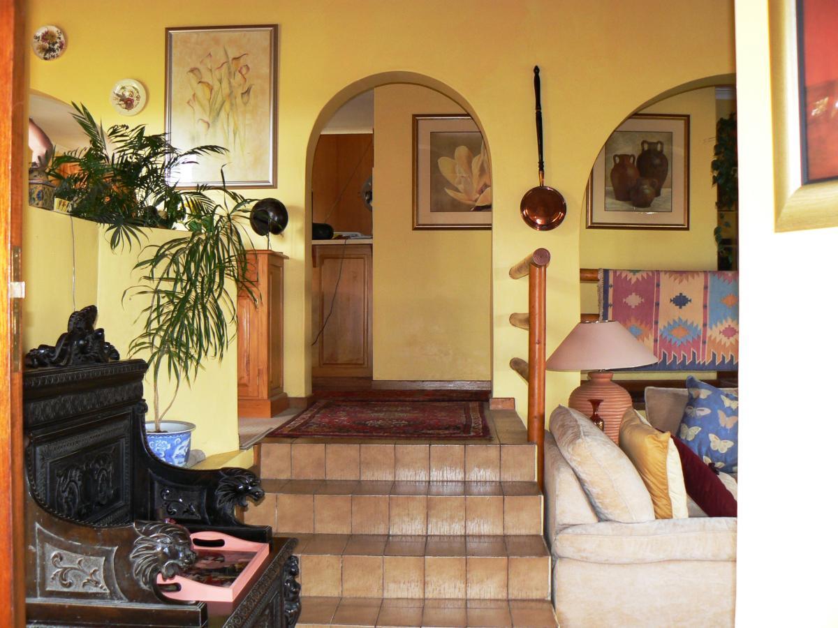 2 Bedroom house for sale in Heuwelkruin