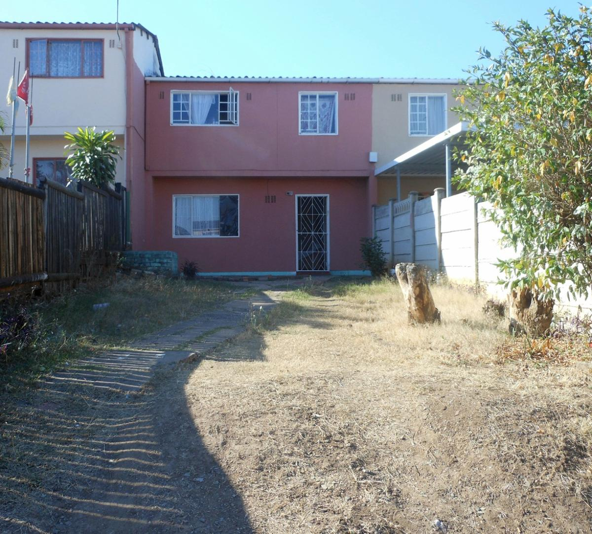 3 Bedroom duplex townhouse for sale in Whetstone