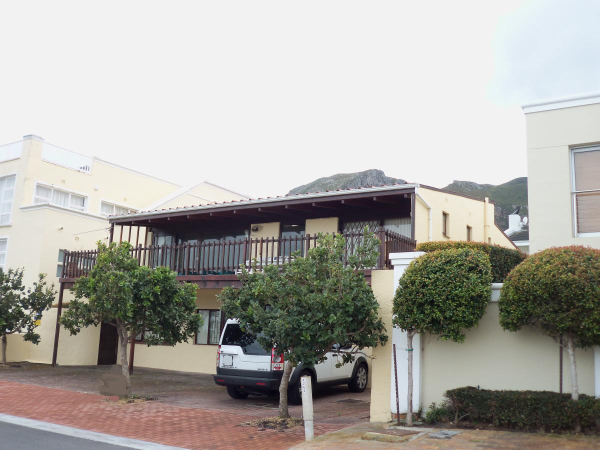 5 Bedroom house for sale in Voelklip