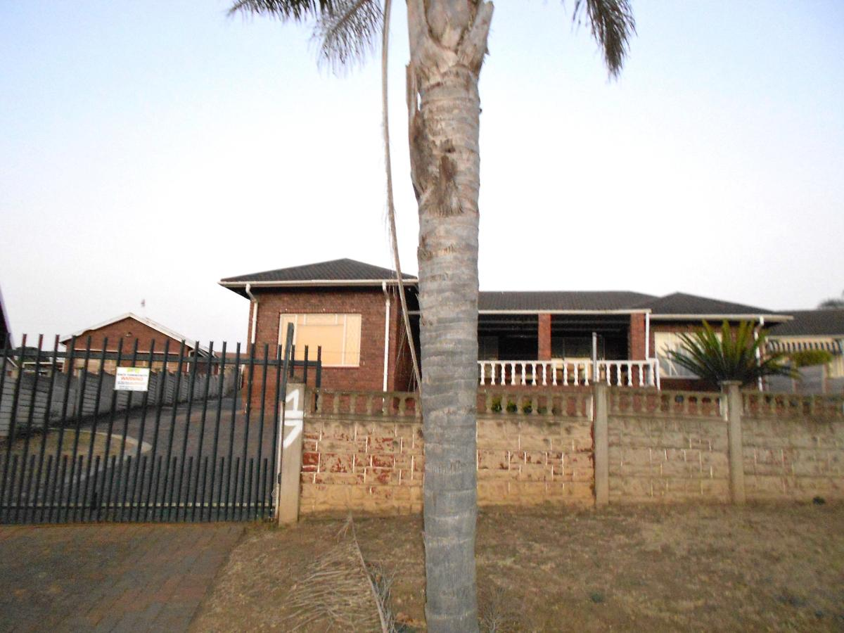 4 Bedroom house for sale in Bisley
