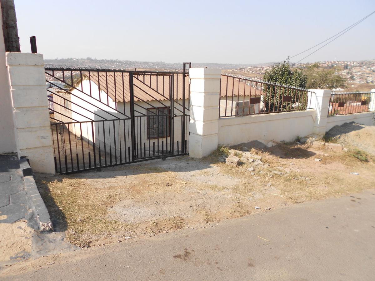 2 Bedroom house for sale in Imbali