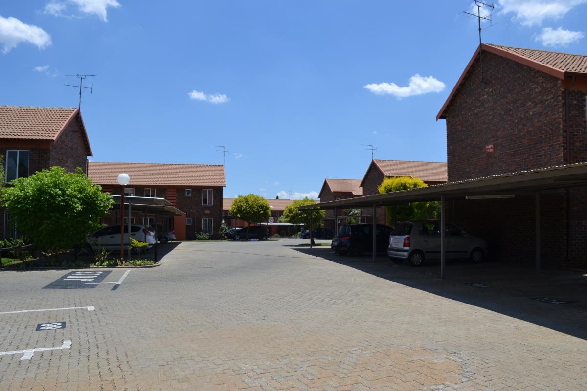 2 Bedroom townhouse - sectional for sale in Eden Glen