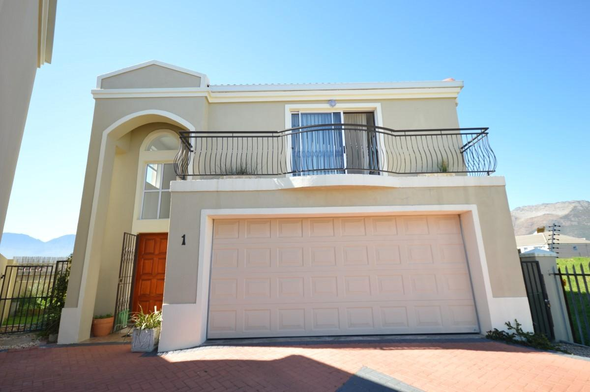 3 Bedroom duplex townhouse - sectional for sale in Gordons Bay