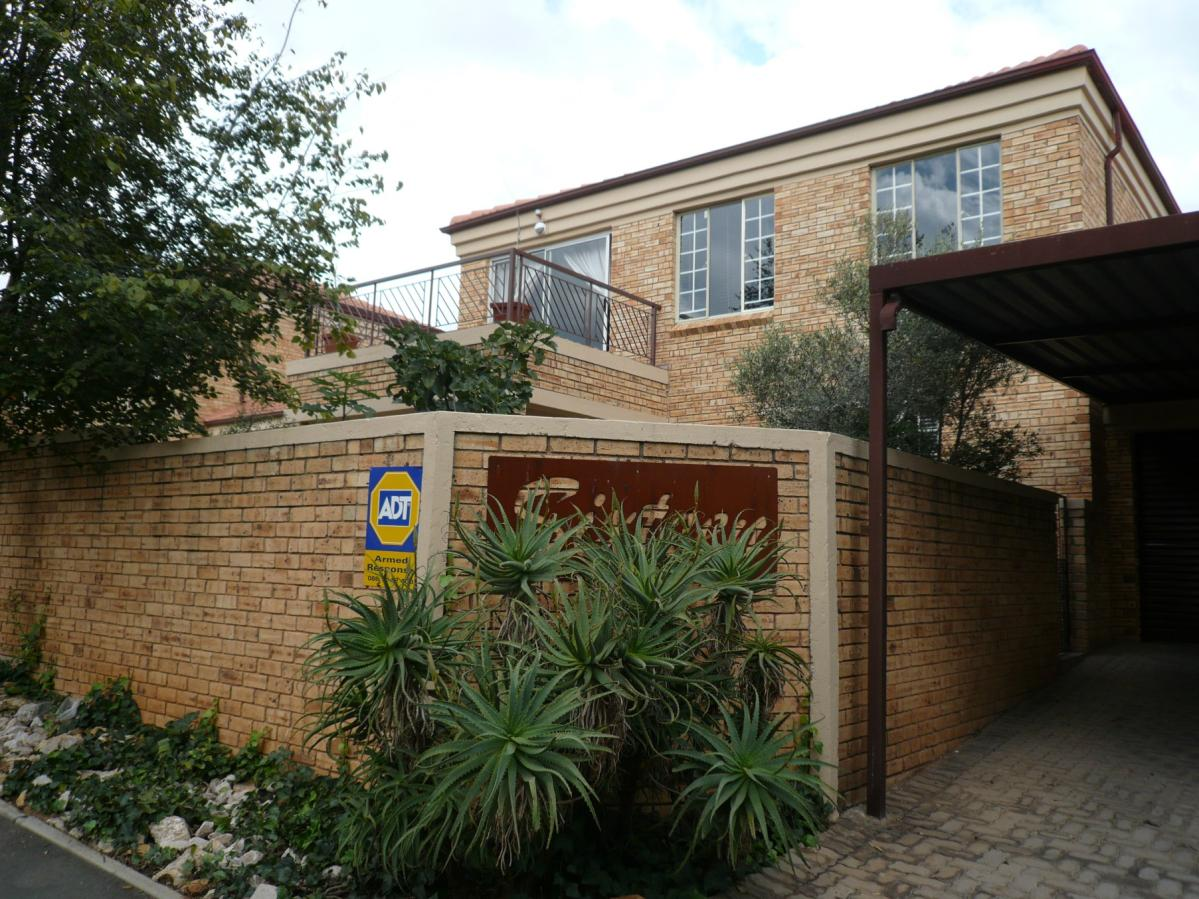 3 Bedroom townhouse - sectional for sale in Wilgeheuwel