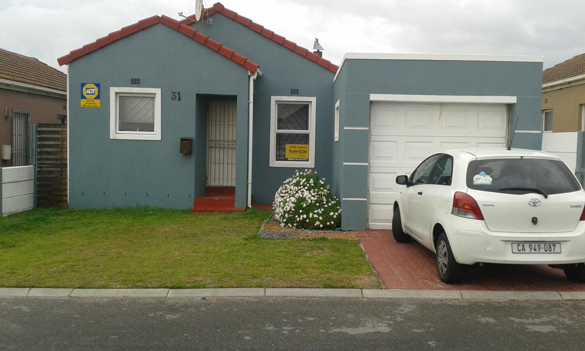 2 Bedroom house for sale in Strandfontein