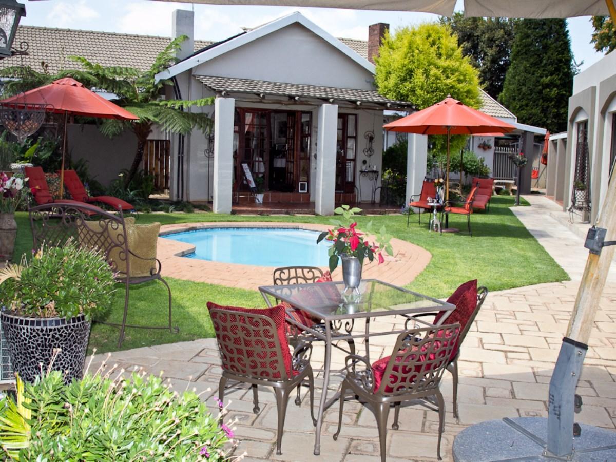 11 Bedroom guest house for sale in Carletonville