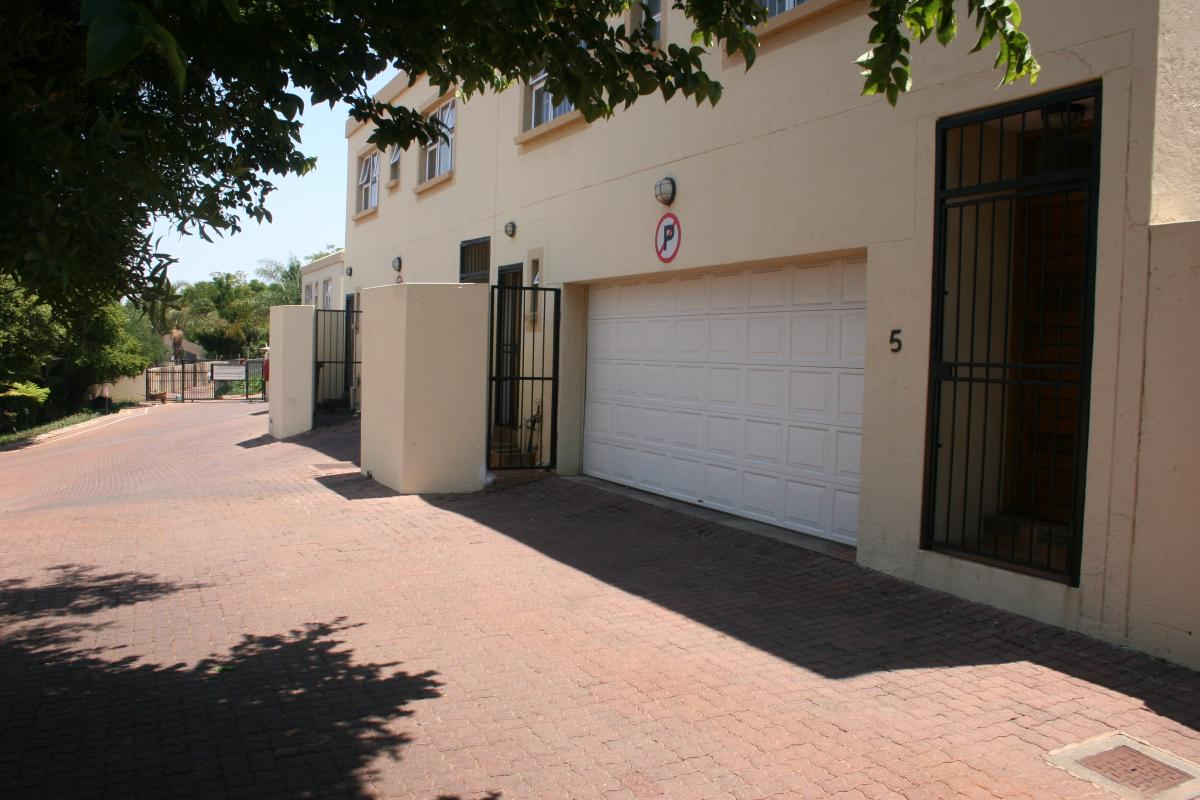 3 Bedroom townhouse - sectional for sale in Faerie Glen