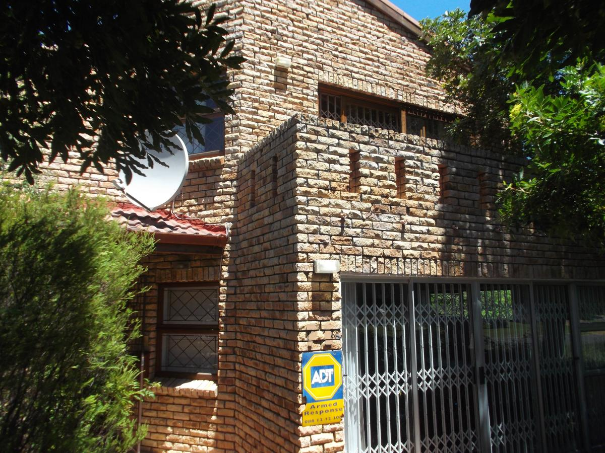 4 Bedroom house for sale in Voelklip