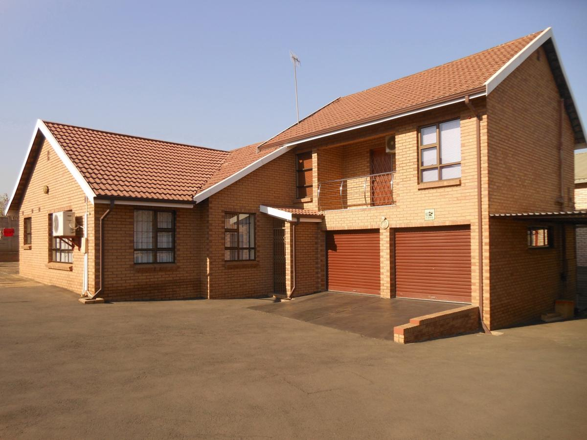 4 Bedroom house for sale in Mountain Rise