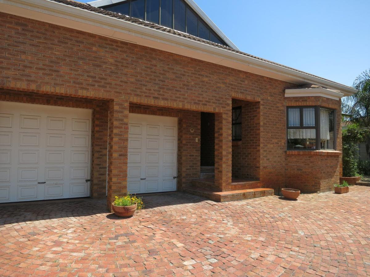 4 Bedroom house for sale in Protea Heights