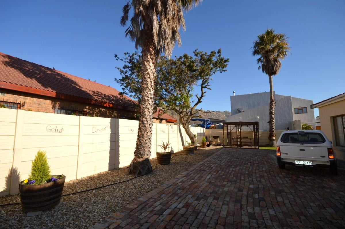 3 Bedroom house for sale in Gordons Bay