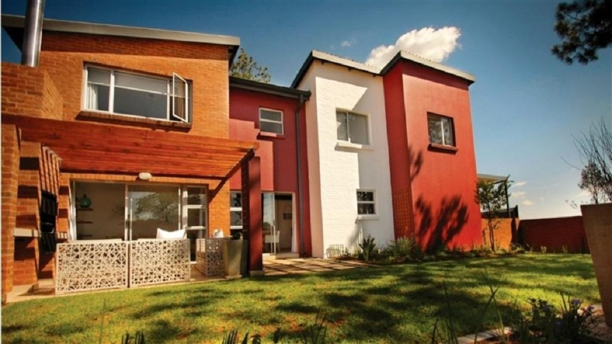 3 Bedroom duplex townhouse - sectional for sale in Fourways
