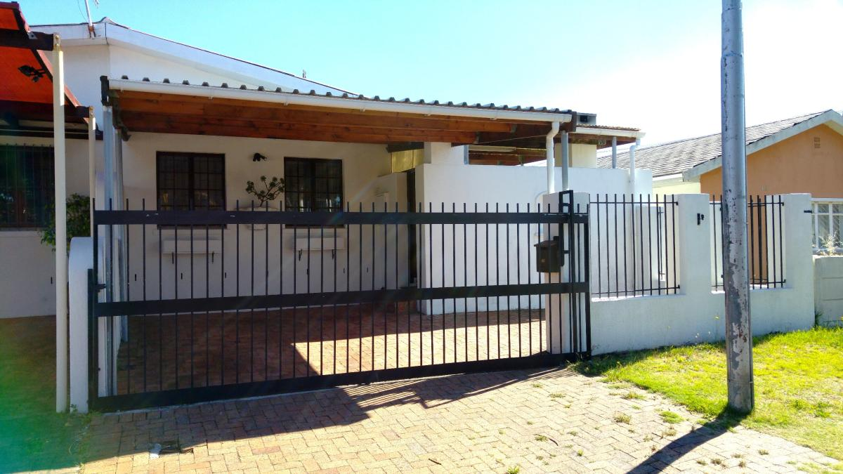 3 Bedroom house for sale in Lansdowne