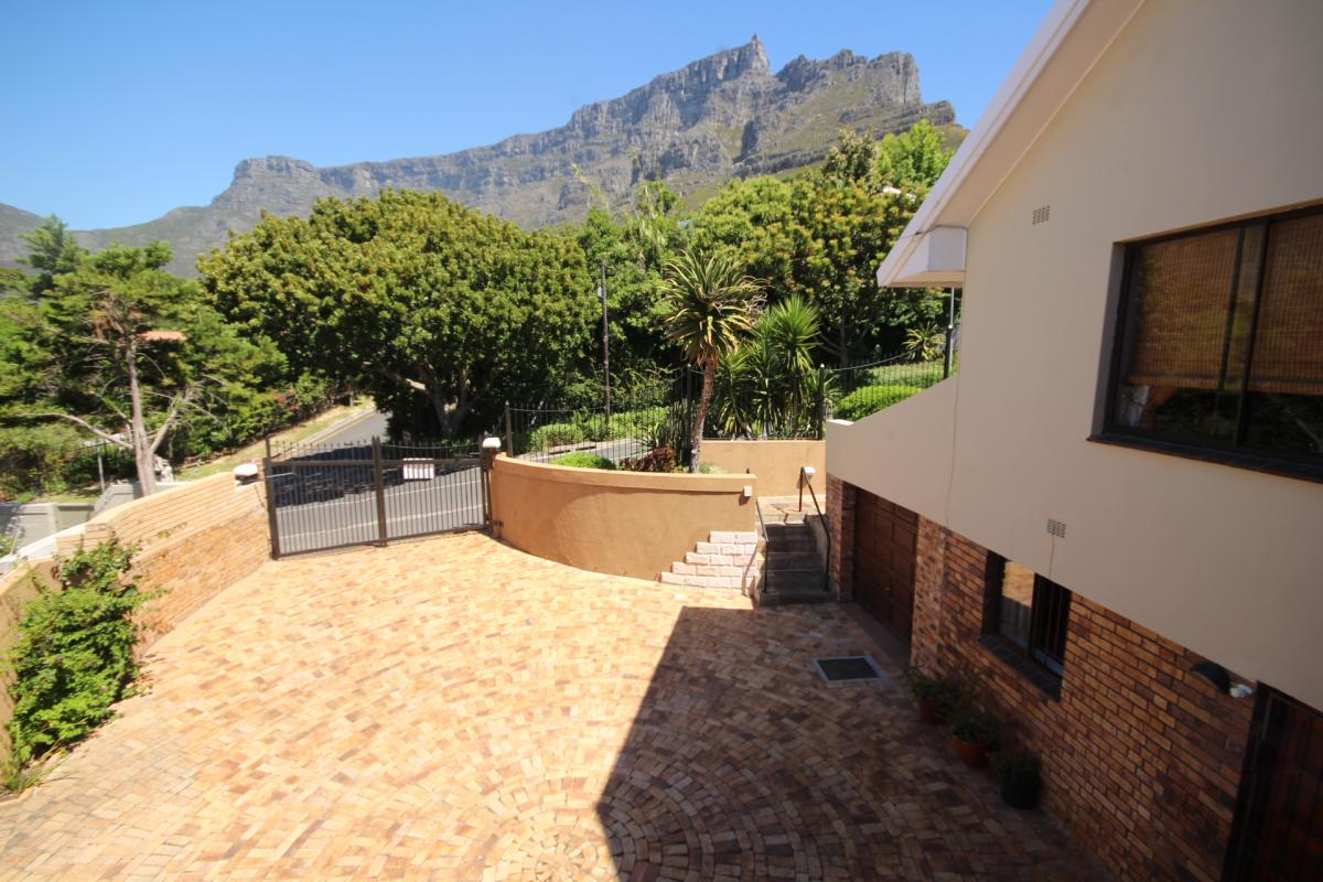 4 Bedroom house for sale in Higgovale