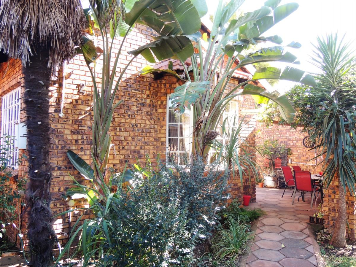 2 Bedroom house for sale in Garsfontein