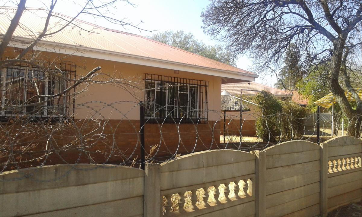 3 Bedroom house for sale in Carletonville Ext 9