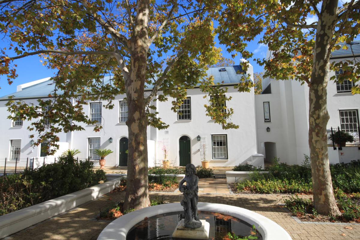 3 Bedroom duplex townhouse - sectional for sale in Constantia