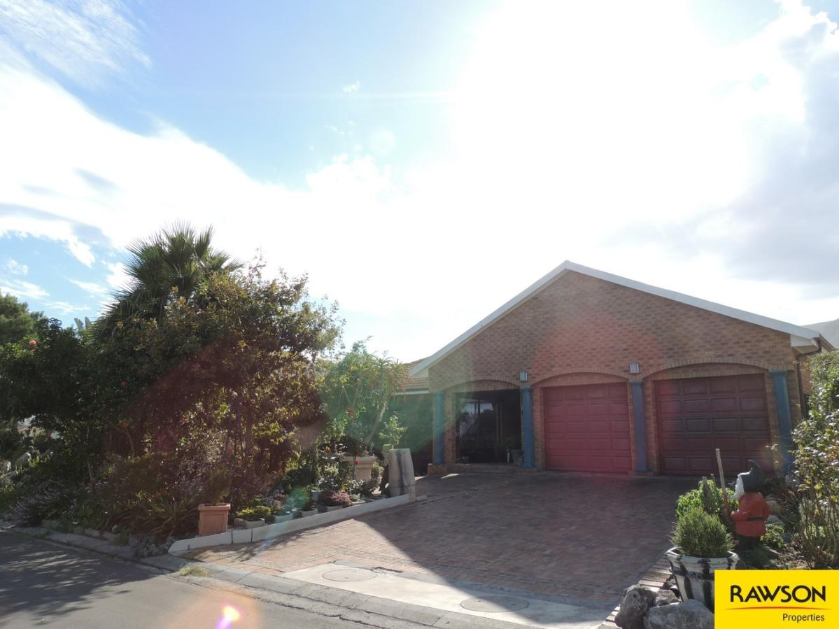 3 Bedroom house for sale in Kleinmond