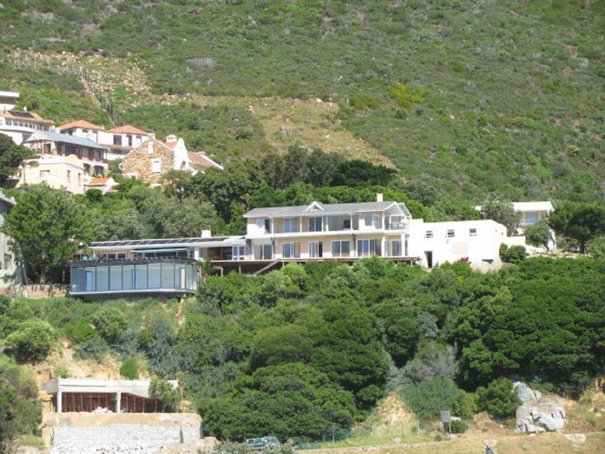 5 Bedroom house to auction in Hout Bay