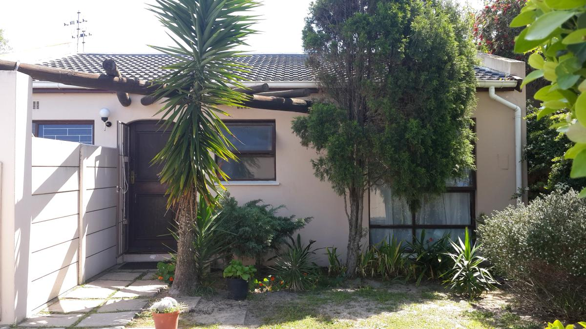 2 Bedroom cluster for sale in Table View