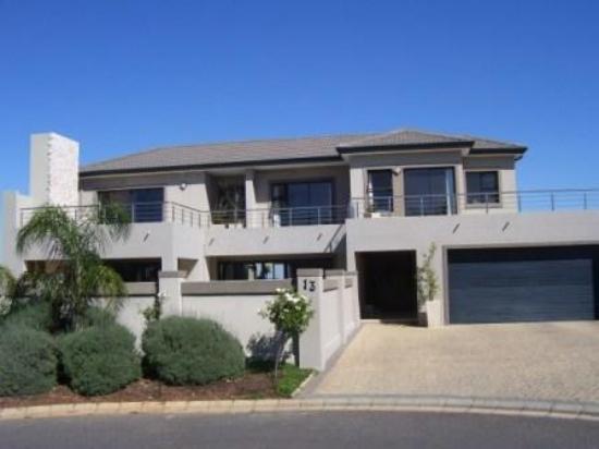 4 Bedroom house for sale in Tafelzicht