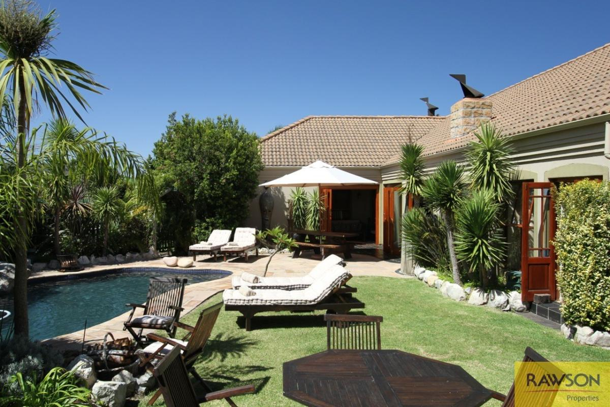 9 Bedroom house for sale in Kleinmond