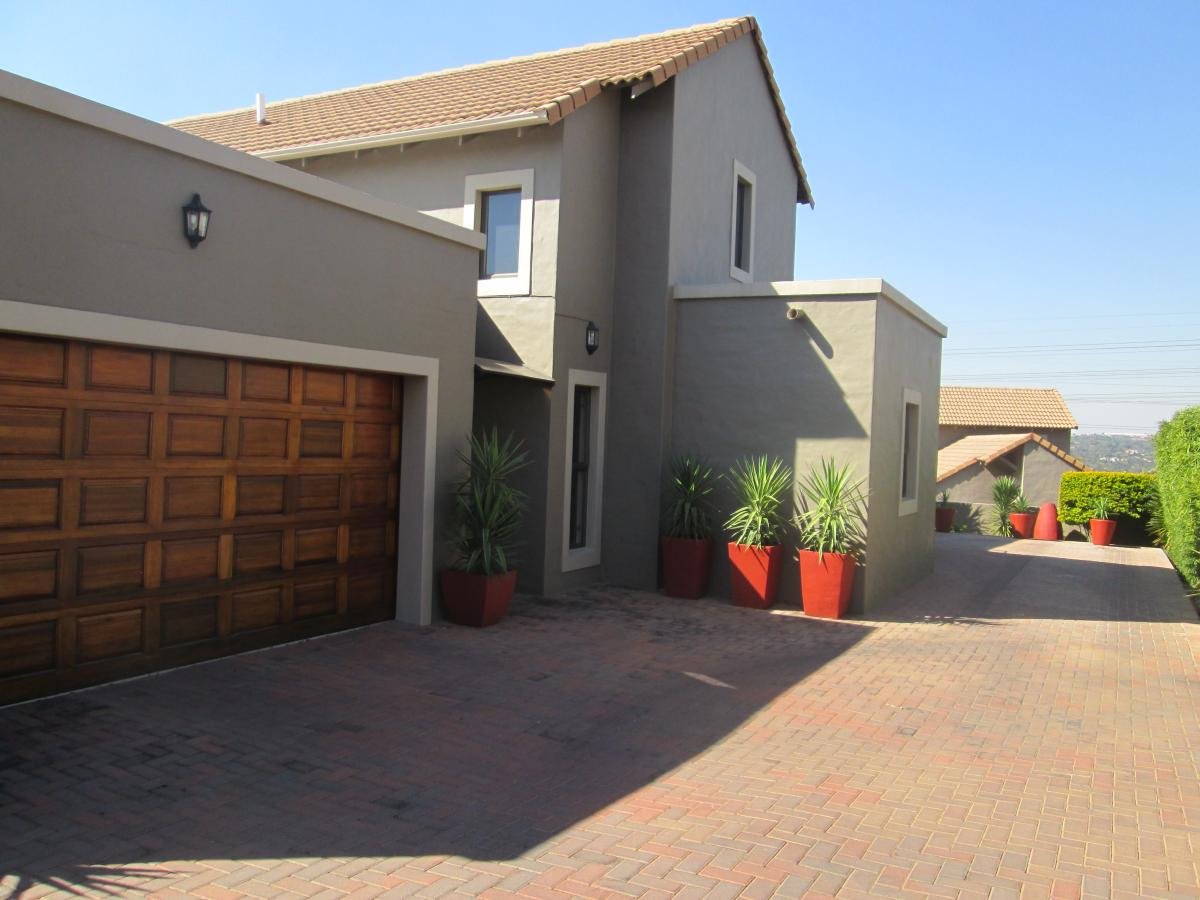 4 Bedroom cluster for sale in North Riding