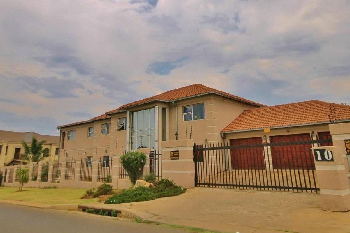 5 Bedroom house for sale in Meyersdal
