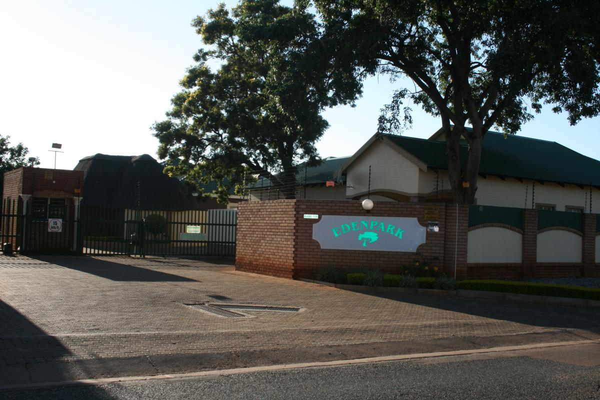 Townhouse - sectional for sale in Kameeldoringpark