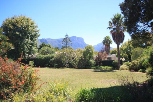 2 Bedroom house for sale in Constantia