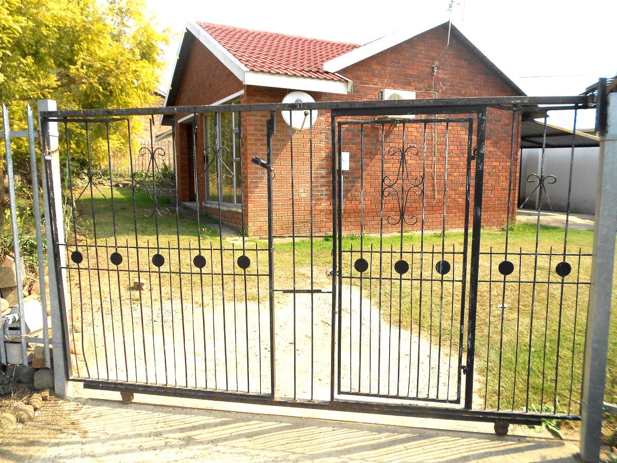 4 Bedroom house for sale in Southlands