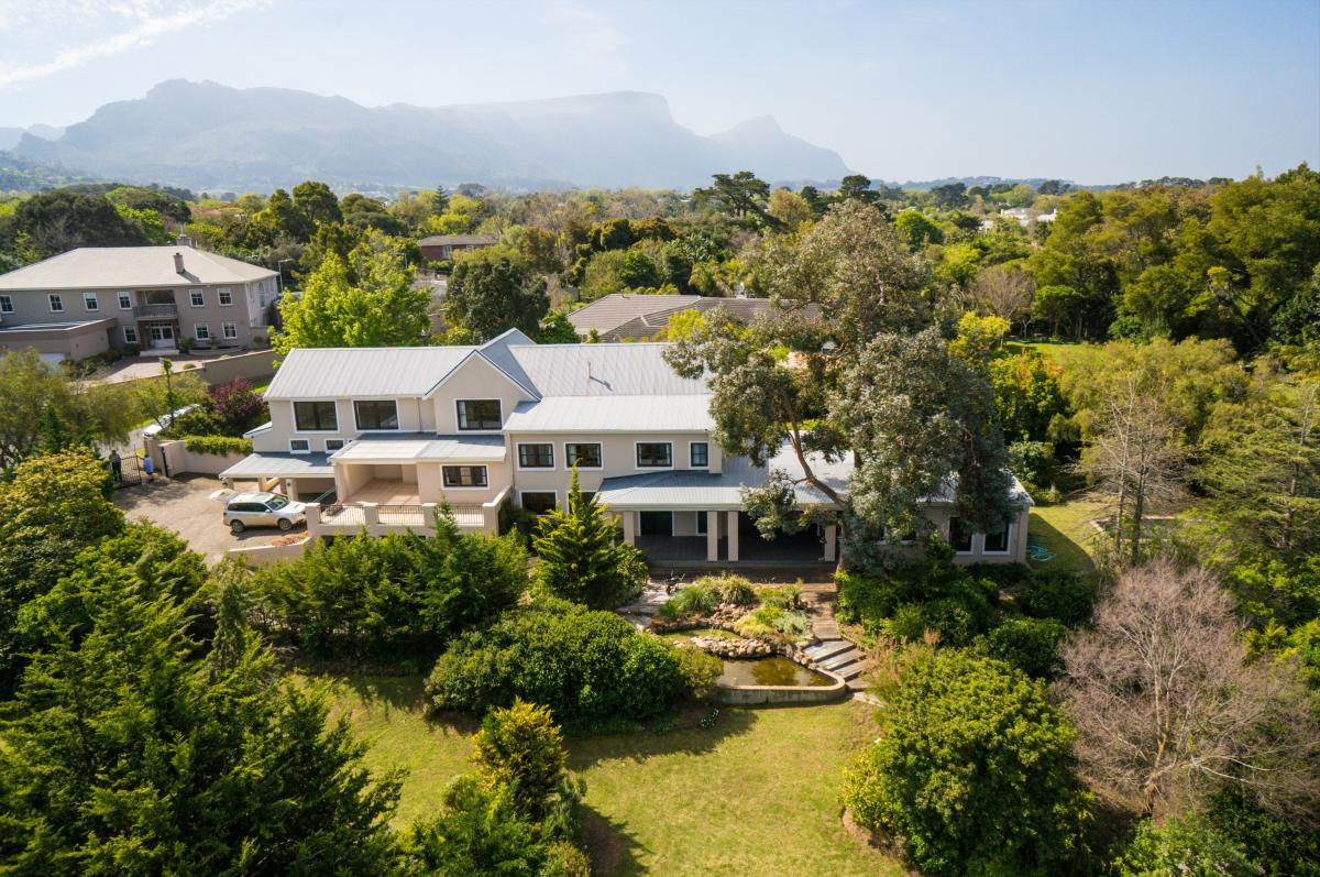 7 Bedroom house for sale in Constantia