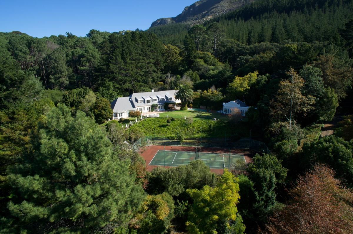 5 Bedroom house for sale in Constantia