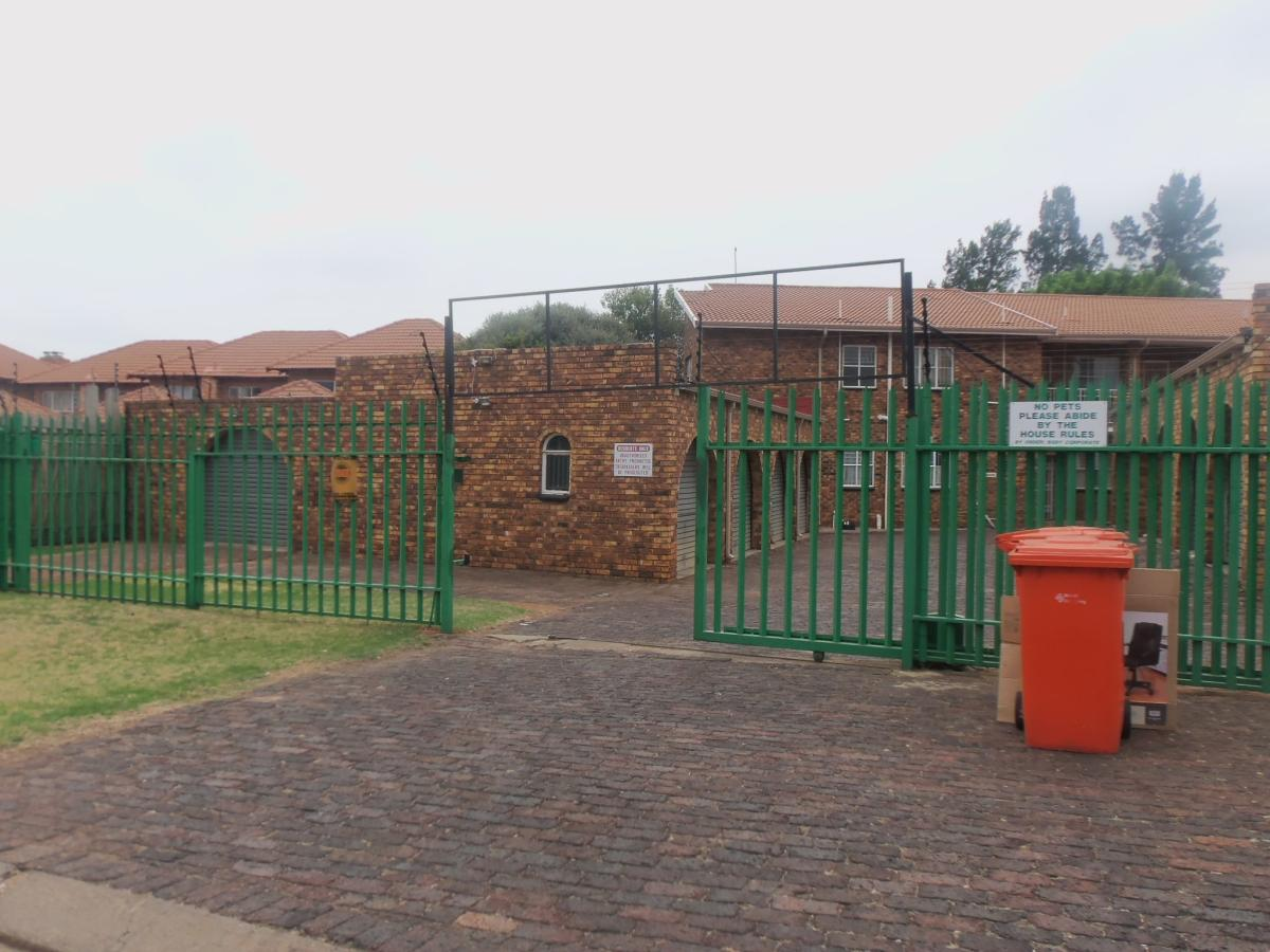 2 Bedroom townhouse - sectional for sale in Edleen