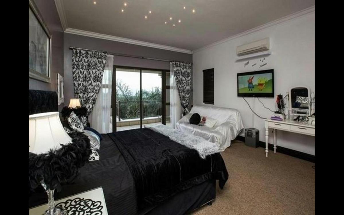 5 Bedroom house for sale in La Lucia Ridge