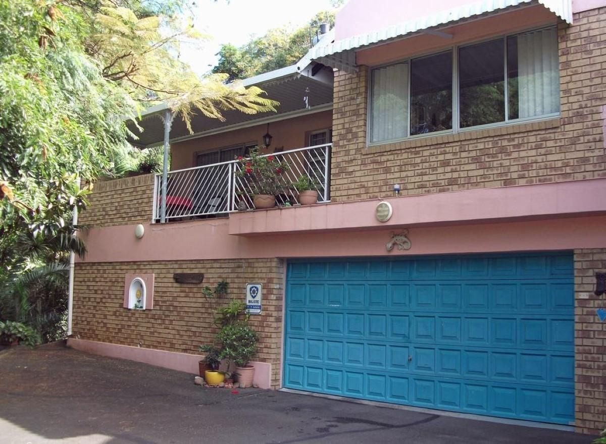 3 Bedroom duplex townhouse - sectional for sale in Amanzimtoti