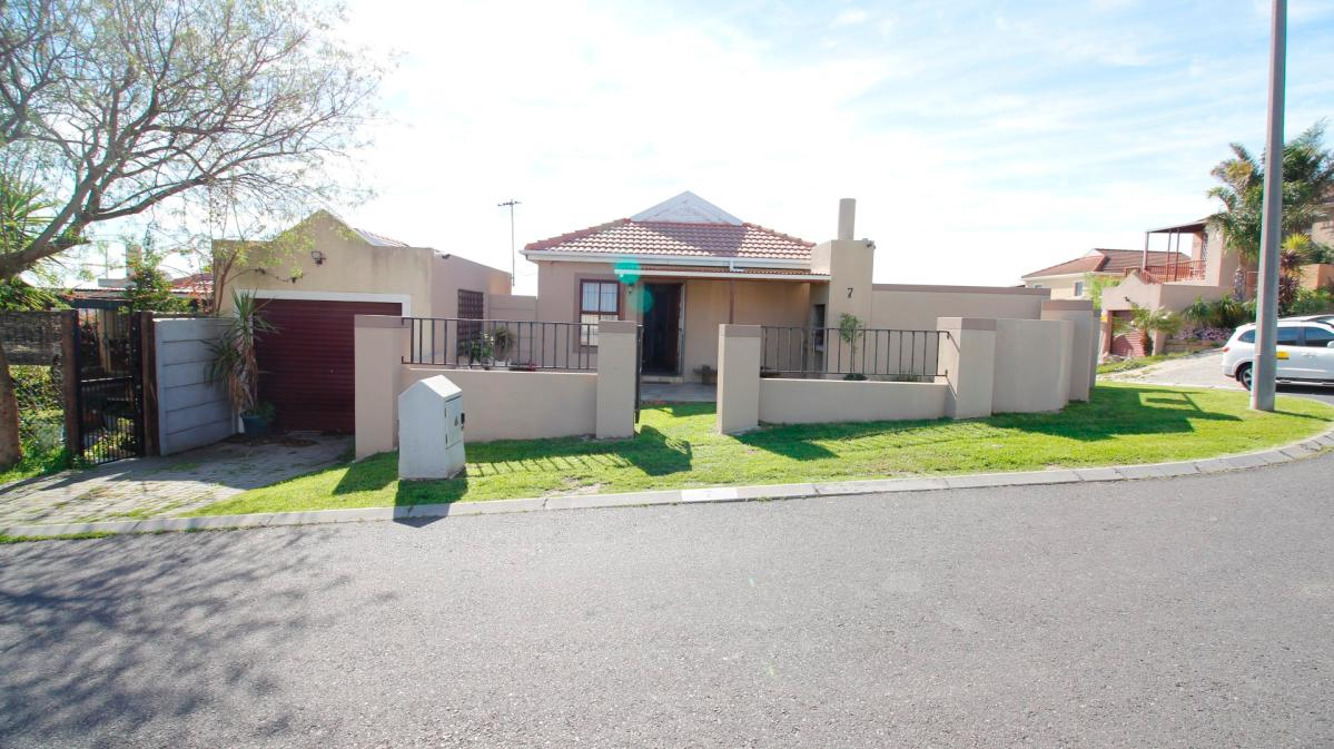 2 Bedroom house for sale in Protea Village