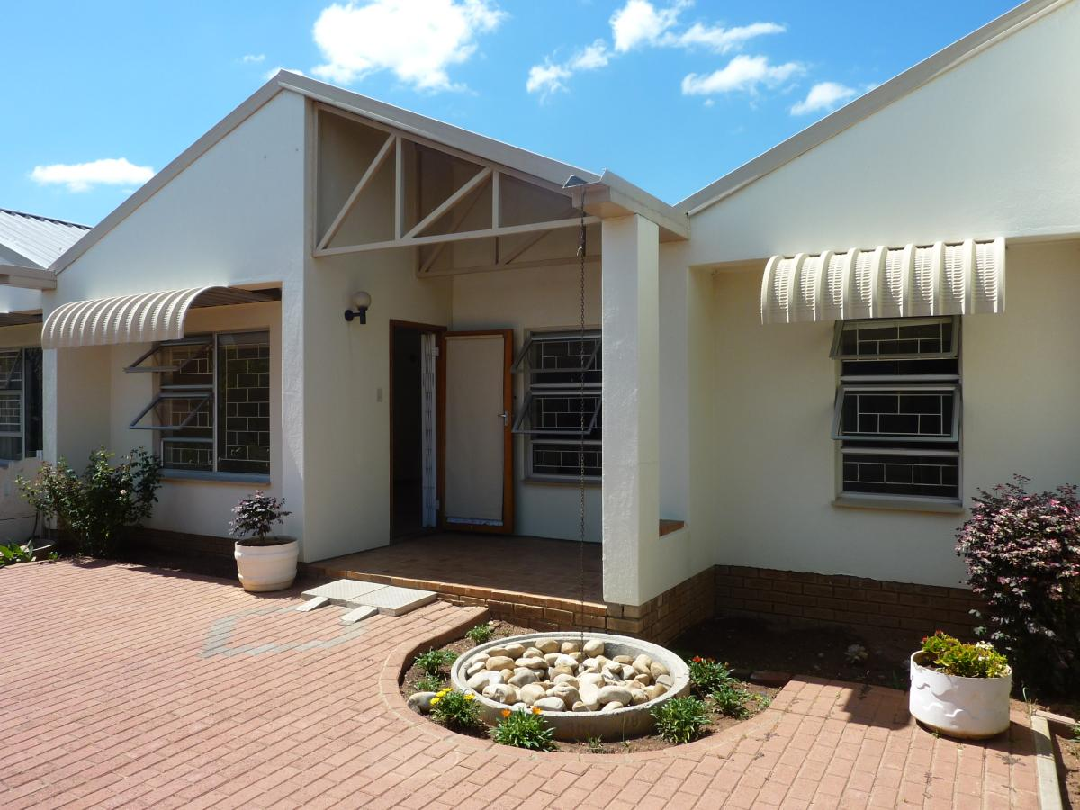 3 Bedroom townhouse - sectional for sale in Worcester