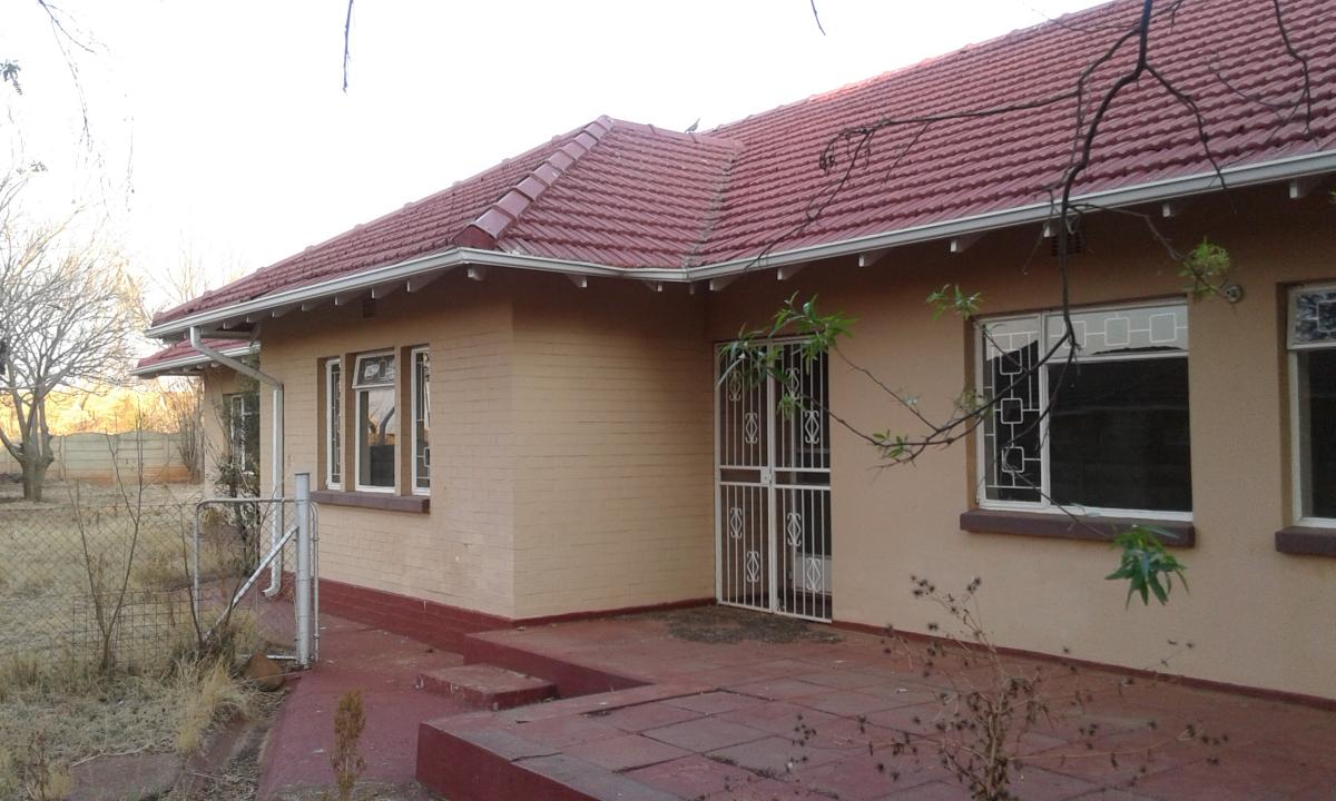4 Bedroom house for sale in Carletonville Ext 1