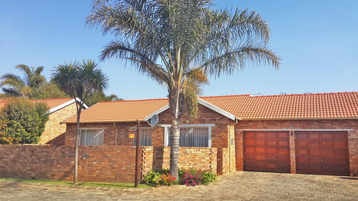 3 Bedroom townhouse - sectional for sale in Ruimsig